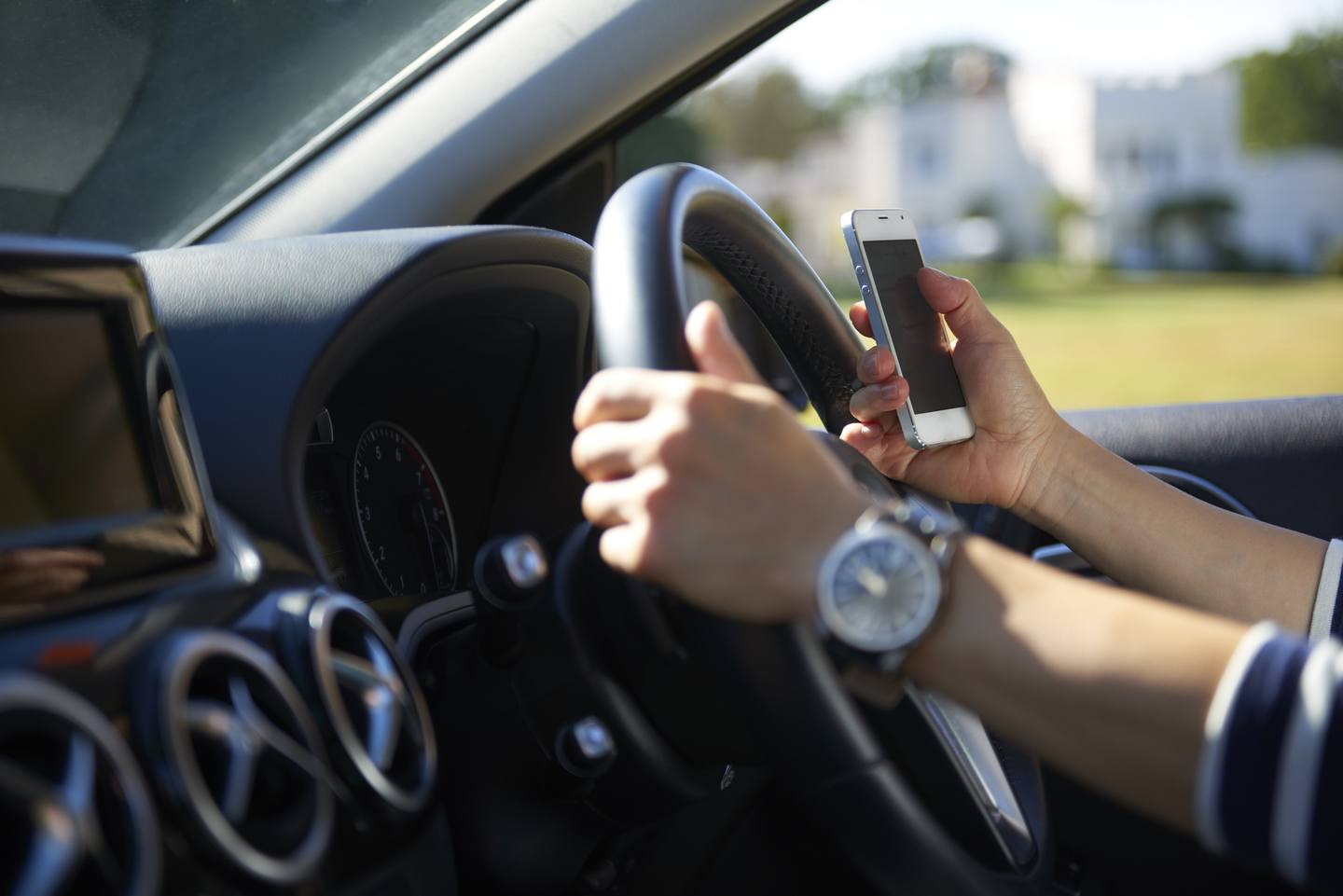 STUDY: 24.6% of People Report Routinely Using a Cell Phone While Driving - Reviews.com